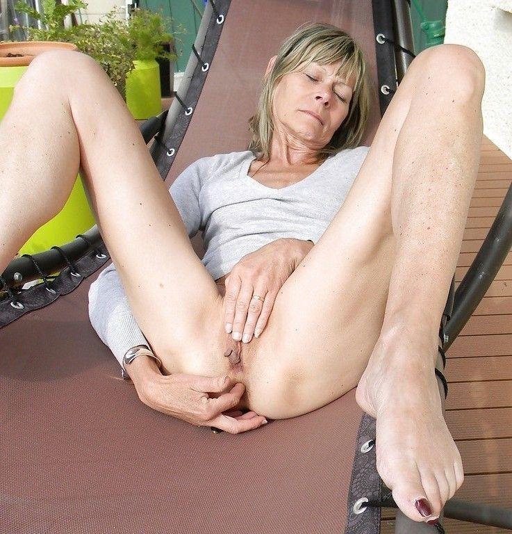 Granny feet porn